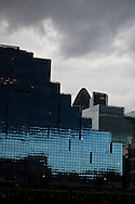 London. UK - new buildings on the north bank of  the river thames, immeubles sur la rive nord de  la tamise