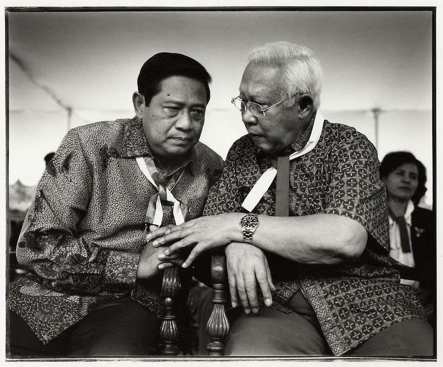 Susilio Bambang Yudhoyono with (Pangkostrad) Kemal Idris, Jakarta Indonesia August 2004