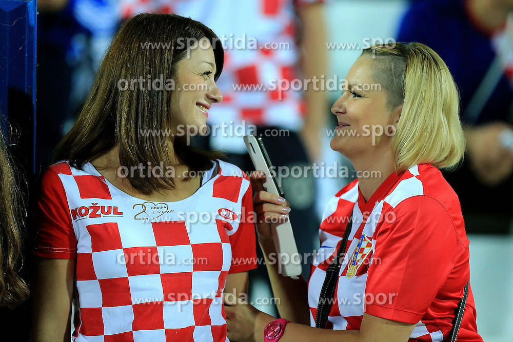 13.10.2014, Stadion Gradski vrt, Osijek, CRO, UEFA Euro Qualifikation, Kroatien vs Aserbaidschan, Gruppe H, im Bild Croatian supporters // during the UEFA EURO 2016 Qualifier group H match between Croatia and Azerbaijan at the Stadion Gradski vrt in Osijek, Croatia on 2014/10/13. EXPA Pictures &copy; 2014, PhotoCredit: EXPA/ Pixsell/ Davor Javorovic<br /> <br /> *****ATTENTION - for AUT, SLO, SUI, SWE, ITA, FRA only*****
