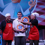 Cardinal Health RBC 2016. Closing Session Deep Dish Dollars contest. $1000 winner Doug Smith (Smith Drug). Photo by Alabastro Photography.