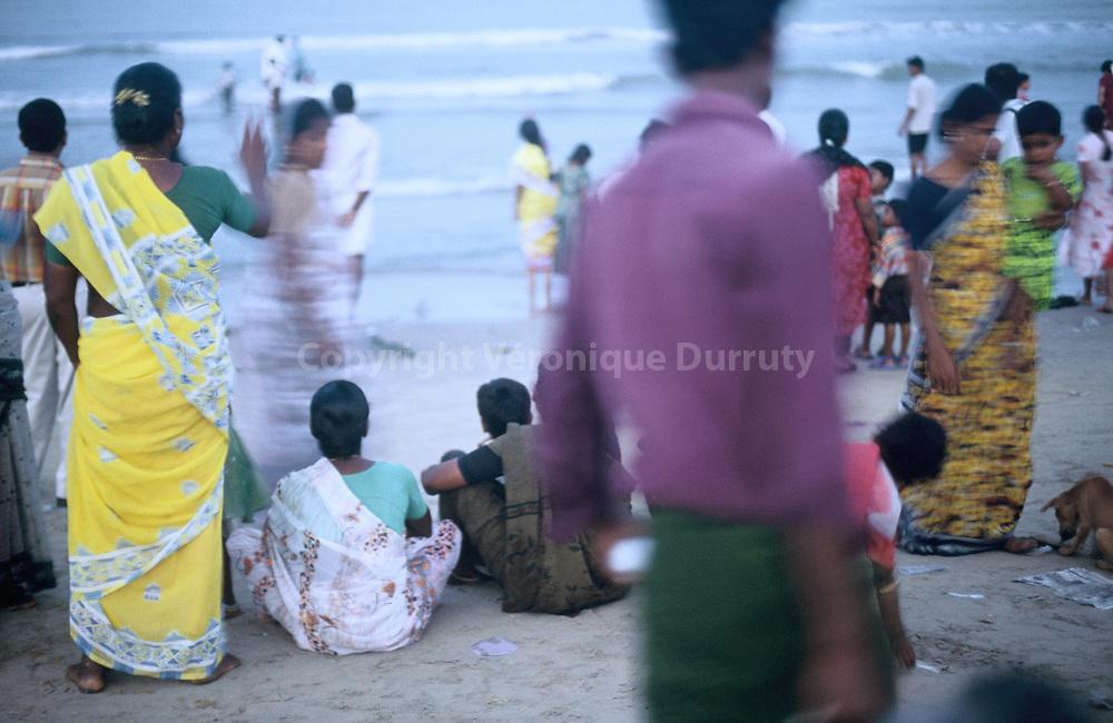 Velankanni ( ou Velanganni ). La vierge serait apparue ici a trois reprises a des petites gens au cours du 16 eme siecle. C est aujourd hui le plus grand centre de pelerinage catholique en Inde qu accueille cette petite bourgade de bord de mer.. Le tsunami y fit bp de victimes, essentiellement des pelerins. Velanganni ( or Velankanni ) on the andaman sea is a major catholic pilgrimage center. Tsunami made lots of victims, mainly  pilgrims.