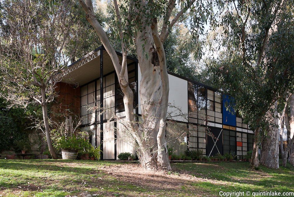 the eames house or case study house no 8 by charles and ray eames los angeles california. Black Bedroom Furniture Sets. Home Design Ideas