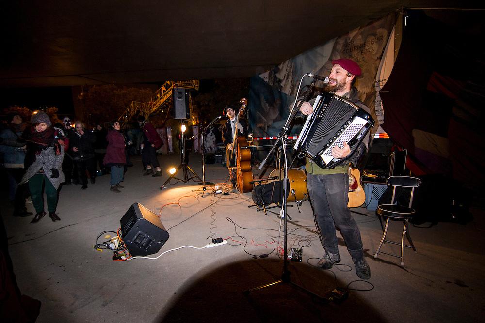 Street Meat, Sous le viaduc Van Horne à l'angle de Saint-Laurent, Samedi le 17 octobre 2015