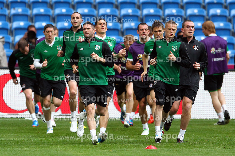 09.06.2012, Stadion Miejski, Poznan, POL, UEFA EURO 2012, Irland, Training, im Bild NA PIERWSZYM PLANIE ROBBIE KEANE, DAMIEN DUFF // during the during EURO 2012 Trainingssession of Ireland Nationalteam, at the stadium Miejski, Poznan, Poland on 2012/06/09. EXPA Pictures © 2012, PhotoCredit: EXPA/ Newspix/ Jakub Piasecki..***** ATTENTION - for AUT, SLO, CRO, SRB, SUI and SWE only *****