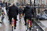 Burgemeester Jan van Zanen fietst op de bolletjesfiets samen met tourbaas Prudhomme op de groene fiets door de stad. In Utrecht is het aftellen begonnen voor de start van de Tour de France. Over 100 dagen start de grootste wielerronde ter wereld in de Domstad.<br /> <br /> <br /> Major Jan van Zanen cycles on the red dot jersey bike with UCI chief Prudhomme on the green jersey bike in the city center. In Utrecht, the countdown began for the start of the Tour de France. In 100 days the biggest cycling race in the world starts in the cathedral city.