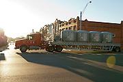 Cuero, Texas. Fracking brought a huge oil boom to Dewitt County in Texas...Lastwagenverkehr fuer das Oelgeschaeft auf Hauptstrasse in Cuero...© Stefan Falke www.stefanfalke.com.Unterwegs mit Peter Hossli.
