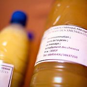 LÉGENDE: Une bouteille de beurre de Karité produit par le centre. LIEU: Centre COFEMAK, Koumra, Tchad. PERSONNE(S): N/A.
