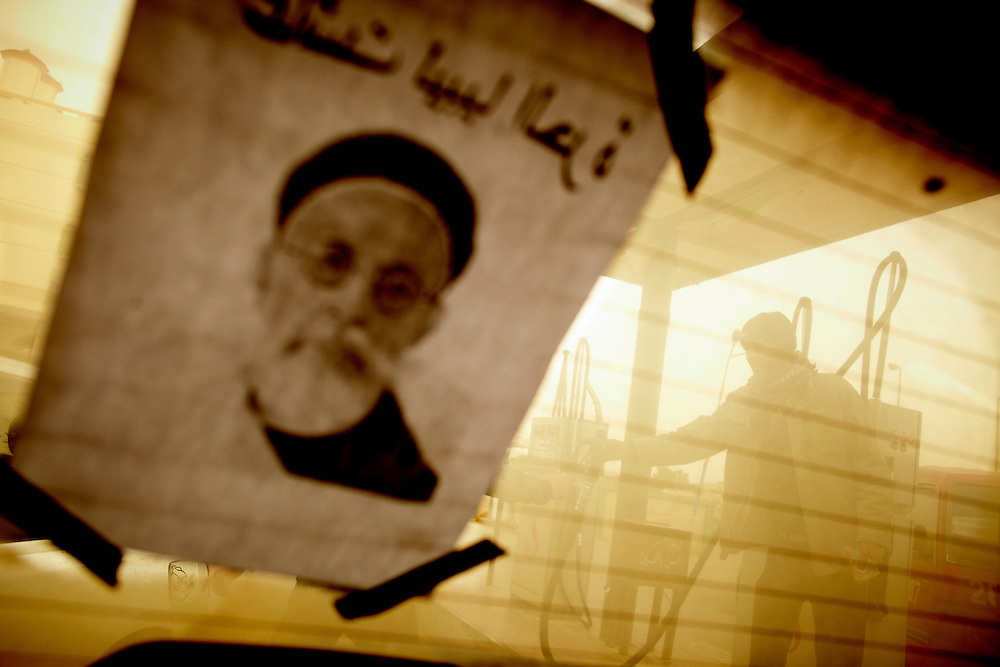 Tobrouk, Libya, 27.02.11..A poster of King Idris in the back window at a car fuling up with Libyan gasoline...Photo by: Eivind H. Natvig/MOMENT