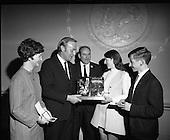 1970 - Bronnadh Gradam Inniu - (Today Awards).    D478.