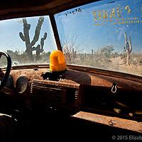 Viaje a recoger agua a bordo de una pickup de los años 50's. Rancho San Ignacio.