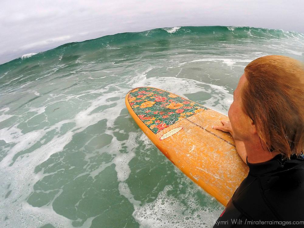 USA, California, La Jolla. Female Longboard Surfer