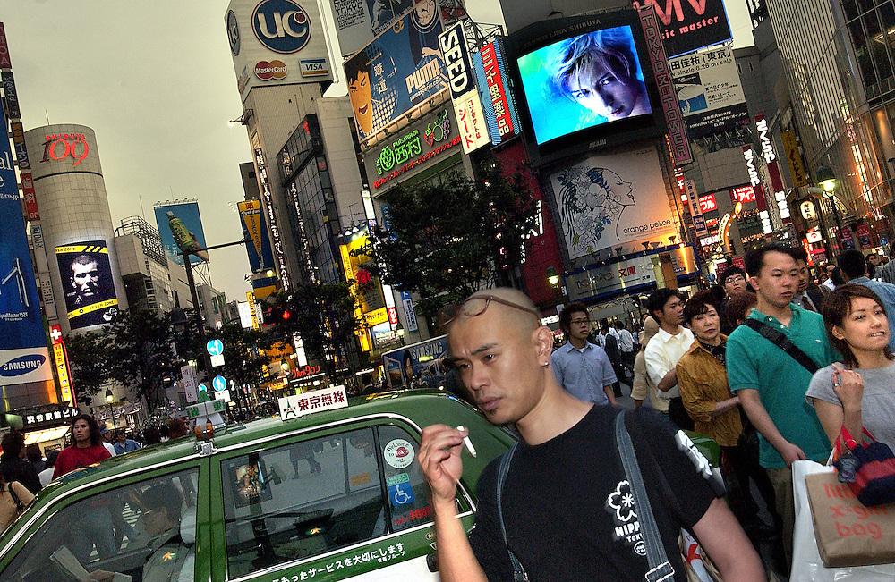 2002 World CUp Japan - David Beckham's face becomes part of Shibuyu's Bladerunner style skyline. Tokyo Japan June 2002..©David Dare Parker/AsiaWorks Photography