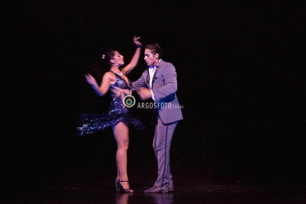 Show de Tango em Buenos Aires, Argentina. Tangueria Tango Porteno, na calle Cerrito . O tango eh um tipo de musica e uma danca para casais. O Tango mescla o drama, a paixao, a sexualidade, a agressividade, eh sempre e totalmente triste. / A tango show in Tango Porteno House,  Buenos Aires, Argentine. Argentine tango is a social dance and musical genre. Its lyrics and music are marked by nostalgia, expressed through melodic instruments like the bandoneon.