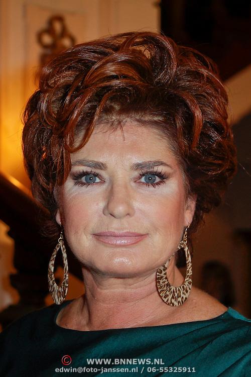 NLD/Amsterdam/20111124 - Beau Monde Awards 2011, Yvonne Brandsteder - Baggen