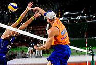 RIO DE JANEIRO - Alexander Brouwer en Robert Meeuwsen tijdens de finale om brons tegen Viacheslav Krasilnikov en Konstantin Semenov uit Rusland tijdens de Olympische Spelen van Rio. ANP ROBIN UTRECHT