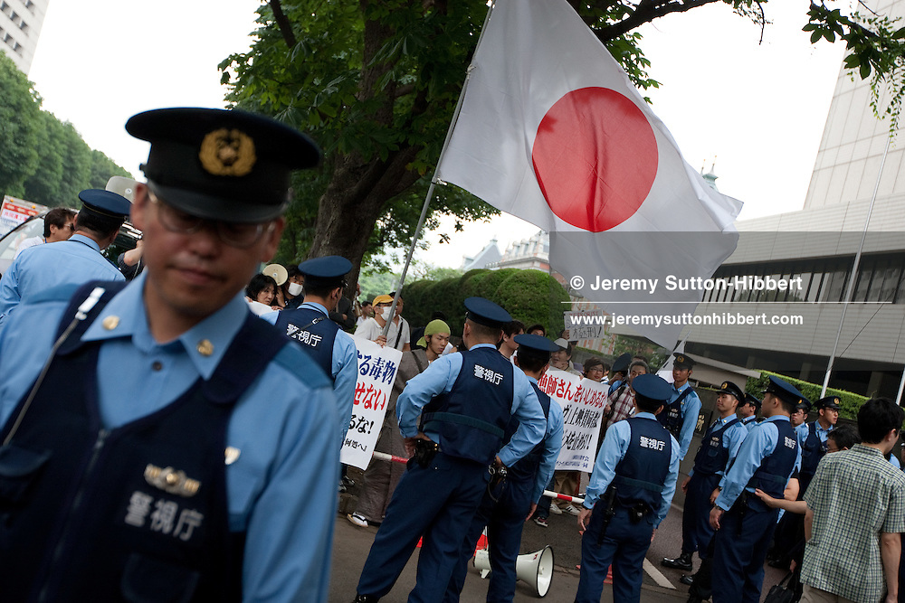 Japanese right wingers, led by Nishimura Shuhei of the 'Society for Restoration of Sovereignty', protest against Pete Bethune (Ex-Sea Shepherd activist) outside his trial at Tokyo District Court, and also against the movie 'The Cove', in Tokyo, Japan, Wednesday 7th July 2010. Gary Thomason and son Robert, along with Kenneth Thomas and his Uira Nehaka Thomas, from Auckland, New Zealand, appeared outside the court and chained themselves to a post to show support for Pete Bethune.