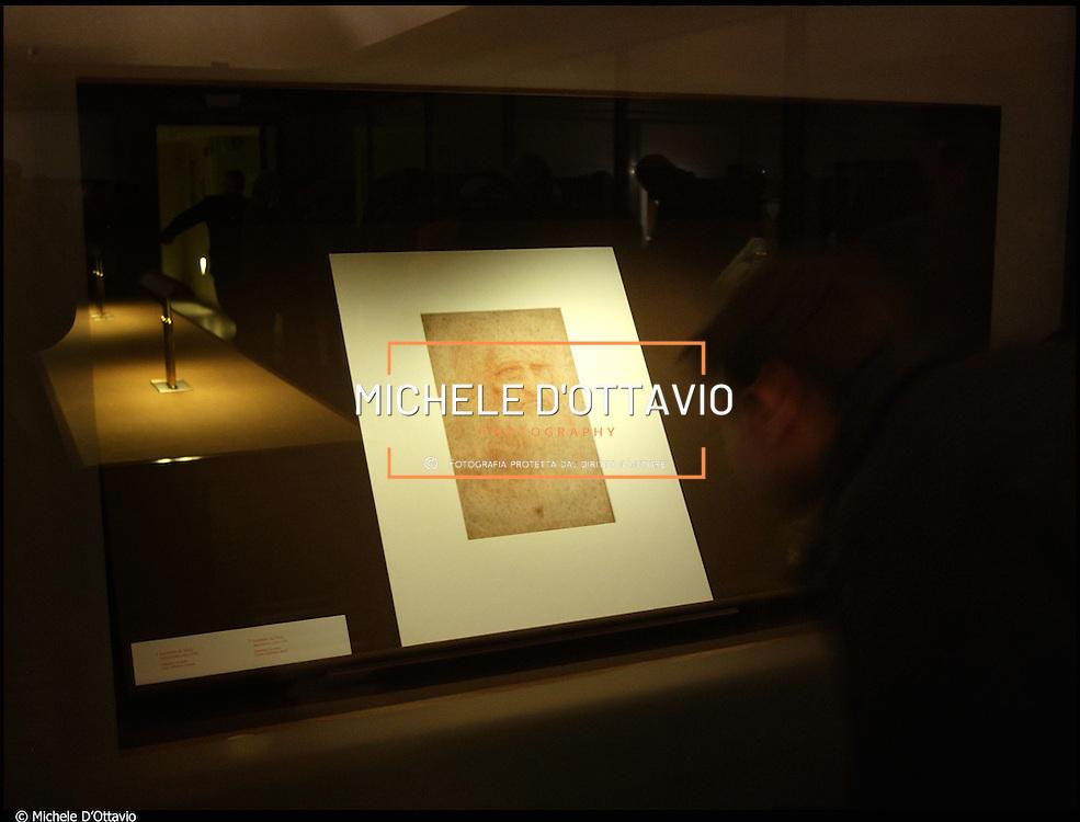 L'Autoritratto di Leonardo Da Vinci è un disegno a sanguigna su carta (33,5x21,6 cm), databile al 1515 circa e conservato nella Biblioteca Reale di Torino.