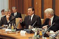 10 JAN 2001, BERLIN/GERMANY:<br /> Joschka Fischer, B90/Gruene, Bundesaussenminister, Gerhard Schroeder, SPD, Bundeskanzler, und Frank-Walter Steinmeier, Chef des bundeskanzleramtes, im Gespraech, vor Beginn der Kabinettsitzung, Bundeskanzleramt<br /> IMAGE: 20010110-01/01-13<br /> KEYWORDS: Gerhard Schr&ouml;der, Kabinett, gespr&auml;ch