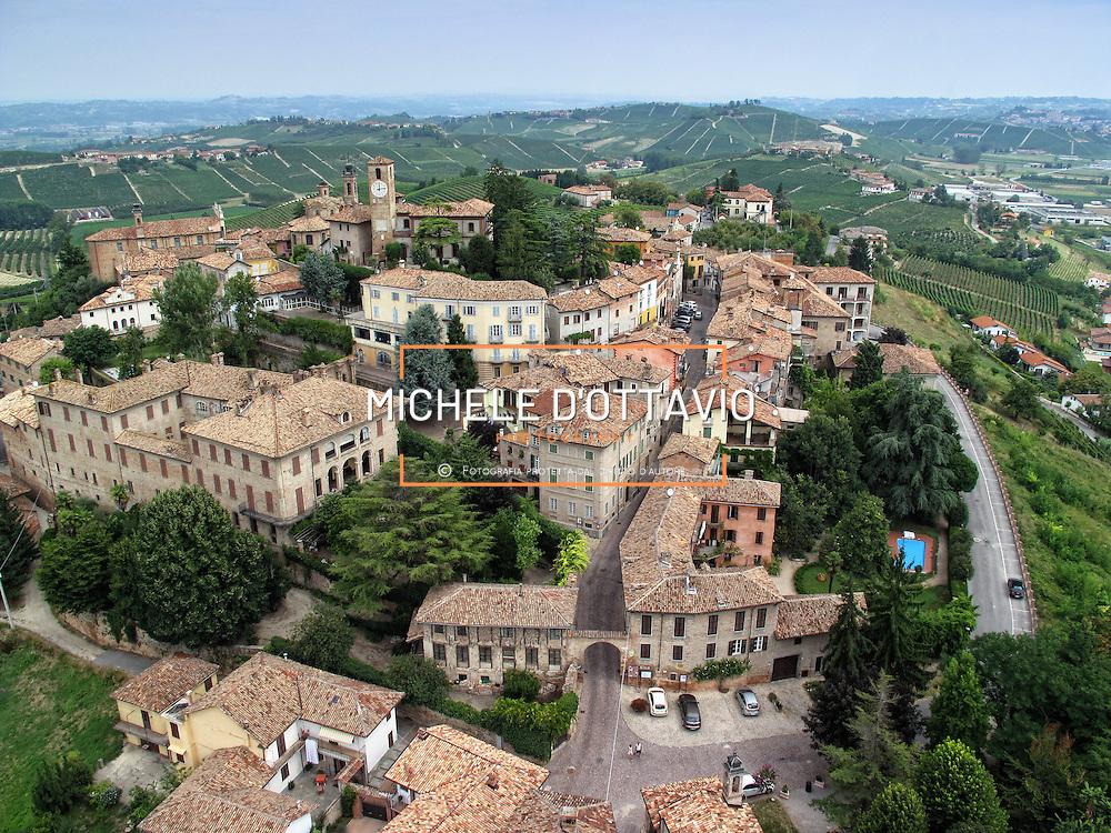 Italy, Piedmont, Langhe, near Alba, wine village Neive...... reportage aereo realizzato con un pallone aerostatico frenato