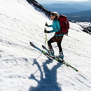 WA11851-00...WASHINGTON - Vicky Spring skiing to the summit of Mount St Helens in Mount St Helens National Volcanic Monument.  (MR# S1)