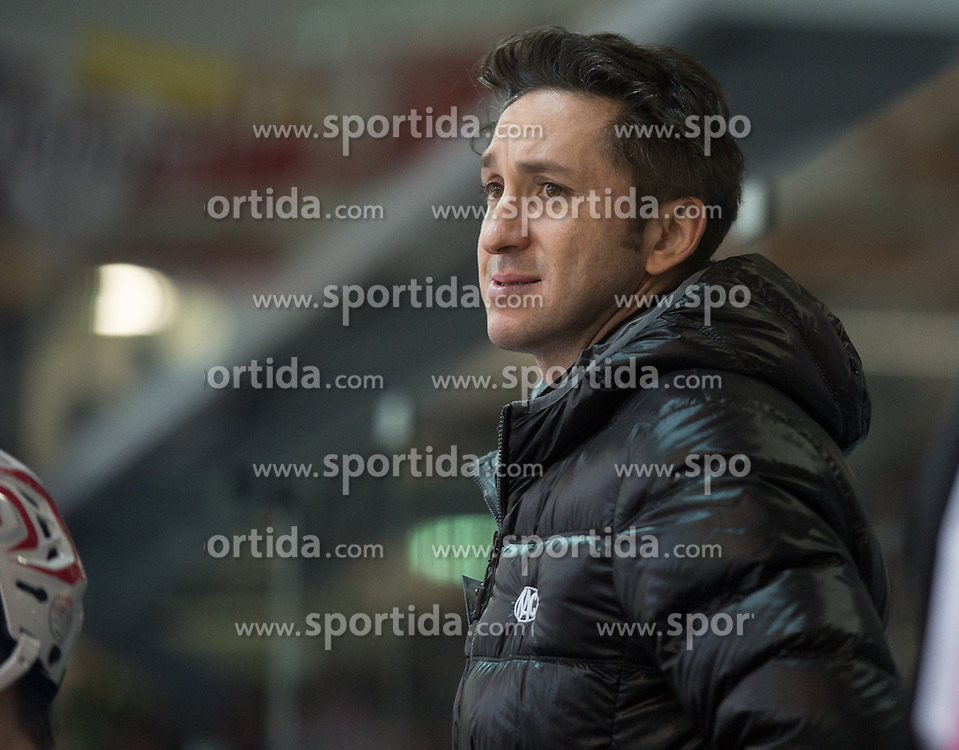28.12.2015, Keine Sorgen Eisarena, Linz, AUT, EBEL, EHC Liwest Black Wings Linz vs EC KAC, 36. Runde, im Bild Head Coach Alexander Mellitzer (EC KAC) // during the Erste Bank Icehockey League 36th round match between EHC Liwest Black Wings Linz and EC KAC at the Keine Sorgen Icearena, Linz, Austria on 2015/12/28. EXPA Pictures © 2015, PhotoCredit: EXPA/ Reinhard Eisenbauer