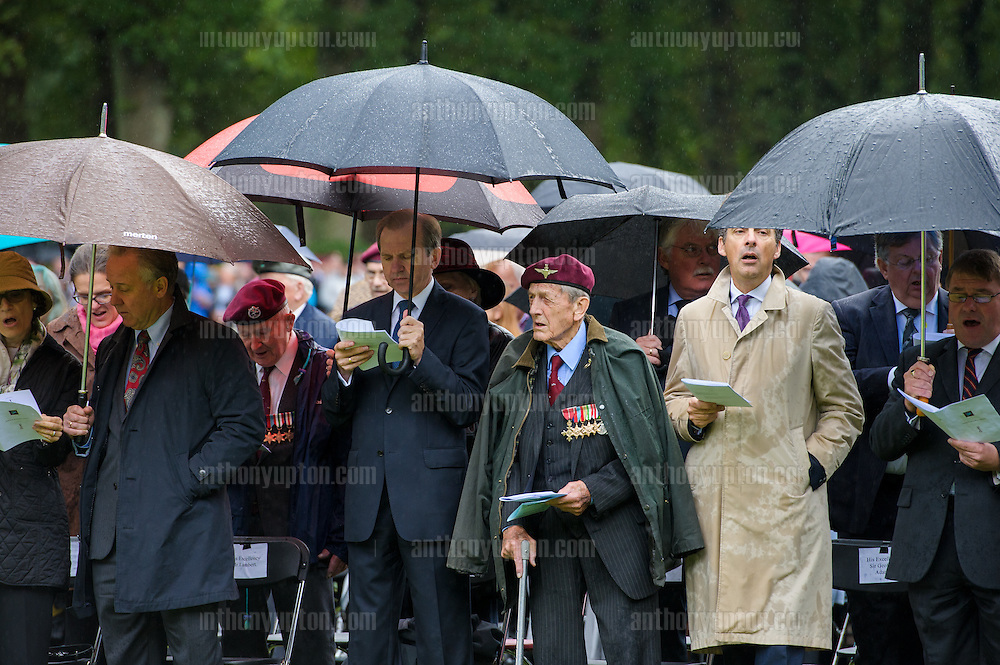 20140921       Copyright image 2014&copy;<br />  ,Daily Telegraph,  Daily Telegraph,<br /> Col Waddy of the  Parachute Regiment at Oosterbeek Cemetery  Military  as part of the Arnhem 70th Anniversary Celebrations<br /> <br /> For photographic enquiries please call Anthony Upton 07973 830 517 or email info@anthonyupton.com <br /> This image is copyright Anthony Upton 2014&copy;.<br /> This image has been supplied by Anthony Upton and must be credited Anthony Upton. The author is asserting his full Moral rights in relation to the publication of this image. All rights reserved. Rights for onward transmission of any image or file is not granted or implied. Changing or deleting Copyright information is illegal as specified in the Copyright, Design and Patents Act 1988. If you are in any way unsure of your right to publish this image please contact Anthony Upton on +44(0)7973 830 517 or email:
