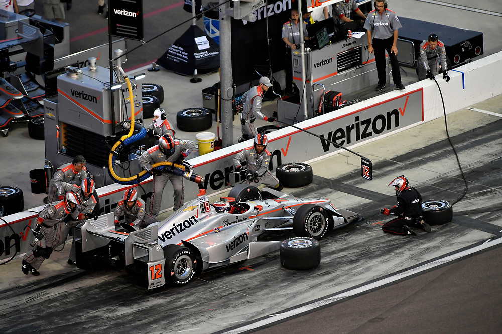 Verizon IndyCar Series<br /> Desert Diamond West Valley Phoenix Grand Prix<br /> Phoenix Raceway, Avondale, AZ USA<br /> Saturday 29 April 2017<br /> Will Power, Team Penske Chevrolet pit stop<br /> World Copyright: Scott R LePage<br /> LAT Images<br /> ref: Digital Image lepage-170429-phx-3609