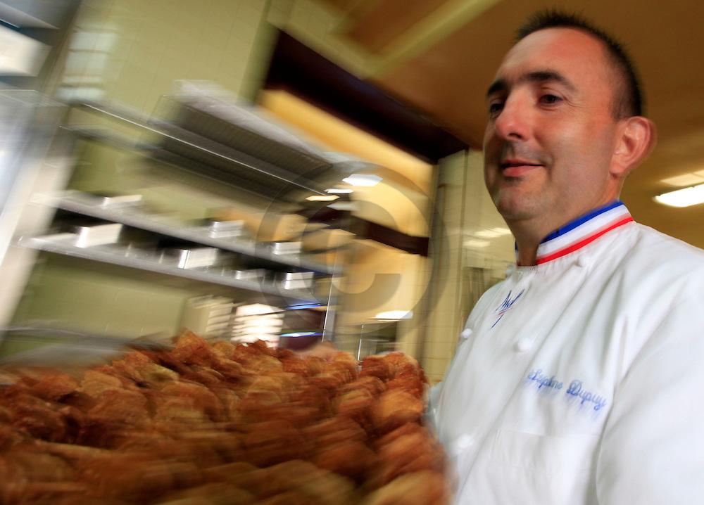 30/08/11 - LEZOUX - PUY DE DOME - FRANCE - Portrait de Stephane DUPUY, MOF en cuisine et patissier d exception - Photo Jerome CHABANNE