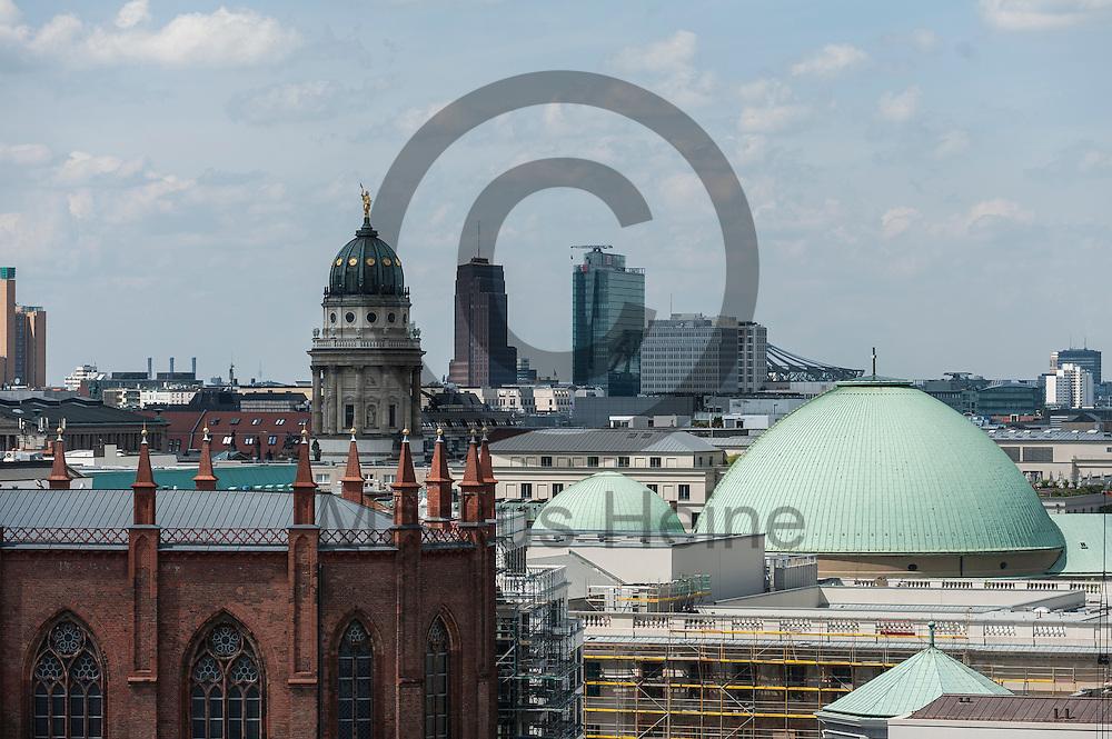 Blick vom Dach des Humboldt Forum am 03.06.2016 in Berlin, Deutschland auf den Potsdamer Platz. Zu den diesj&auml;hrigen Tagen der offenen Baustelle am 11. und 12. Juni &ouml;ffnet die Stiftung Humboldt Forum im Berliner Schloss unter anderem die Dachterrasse f&uuml;r das Publikum. Foto: Markus Heine / heineimaging<br /> <br /> ------------------------------<br /> <br /> Ver&ouml;ffentlichung nur mit Fotografennennung, sowie gegen Honorar und Belegexemplar.<br /> <br /> Bankverbindung:<br /> IBAN: DE65660908000004437497<br /> BIC CODE: GENODE61BBB<br /> Badische Beamten Bank Karlsruhe<br /> <br /> USt-IdNr: DE291853306<br /> <br /> Please note:<br /> All rights reserved! Don't publish without copyright!<br /> <br /> Stand: 06.2016<br /> <br /> ------------------------------auf der Baustelle des Humboldt Forum am 03.06.2016 in Berlin, Deutschland. Zu den diesj&auml;hrigen Tagen der offenen Baustelle am 11. und 12. Juni &ouml;ffnet die Stiftung Humboldt Forum im Berliner Schloss unter anderem die Dachterrasse f&uuml;r das Publikum. Foto: Markus Heine / heineimaging<br /> <br /> ------------------------------<br /> <br /> Ver&ouml;ffentlichung nur mit Fotografennennung, sowie gegen Honorar und Belegexemplar.<br /> <br /> Bankverbindung:<br /> IBAN: DE65660908000004437497<br /> BIC CODE: GENODE61BBB<br /> Badische Beamten Bank Karlsruhe<br /> <br /> USt-IdNr: DE291853306<br /> <br /> Please note:<br /> All rights reserved! Don't publish without copyright!<br /> <br /> Stand: 06.2016<br /> <br /> ------------------------------