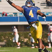 11/12/11 Newark DE: Delaware Cornerback Ricky Tunstall #4 attempts to catch the pass during warm ups prior to a Week 10 NCAA football game against Richmond...Special to The News Journal/SAQUAN STIMPSON