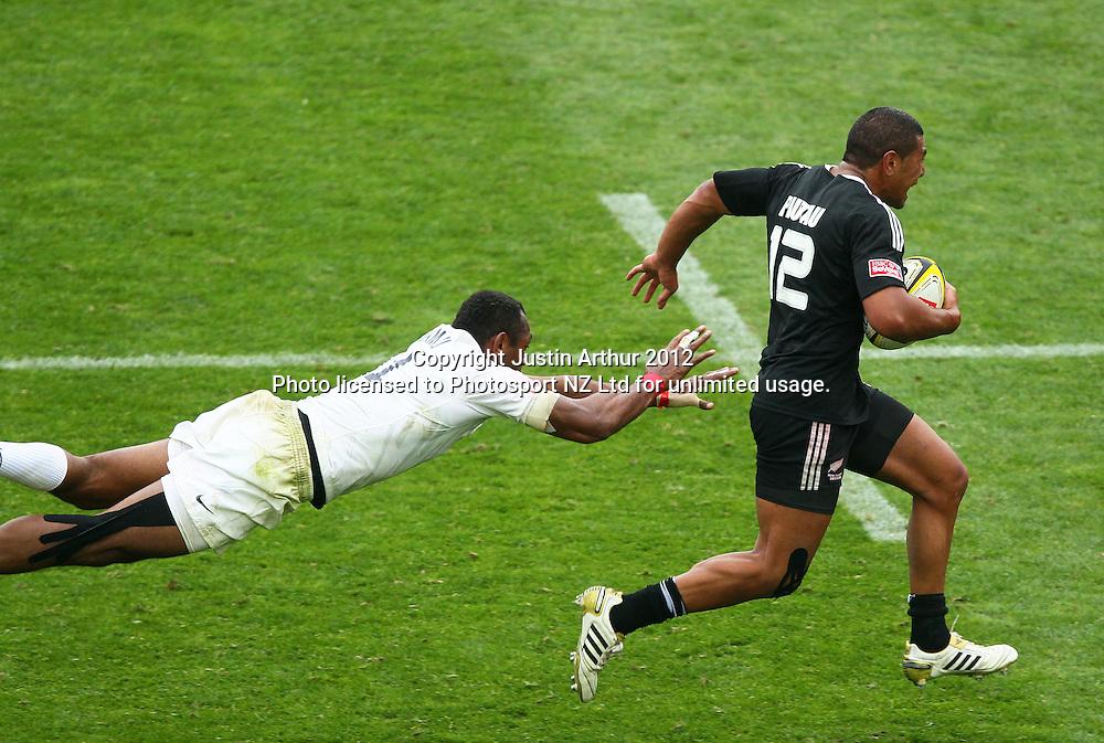 New Zealand's Charles Piutau on the attack as England's Isoa Damu fails to tackle. Hertz Wellington Sevens - Day two at Westpac Stadium, Wellington, New Zealand on Saturday, 4 February 2012. Photo: Justin Arthur / photosport.co.nz