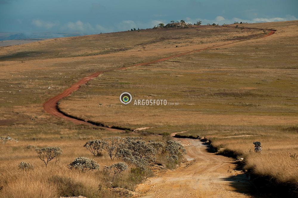 Parque Nacional da Serra da Canastra, um dos mais importantes parques nacionais brasileiros, criado em 1972. Onde se encontra a nascente do rio Sao Francisco. A area total reune basicamente a Serra da Canastra e a Serra das Sete Voltas, com o vale dos Candidos no meio. Atualmente possui uma area total de aproximadamente 71.500 hectares. A serra da Canastra e uma cadeia montanhosa localizada no centro-sul do estado de Minas Gerais, cerca de 310 quilometros de distancia de Belo Horizonte./ The National Park of Serra da Canastra is one of the most important national parks in Brazil, created in 1972. It is where the source of the Sao Francisco river. The total area is basically made up the Serra da Canastra and Serra das Sete Voltas, with the Candidos Valley in the middle. It currently has a total area of approximately 71,500 hectares. The Serra da Canastra is a mountain located in south-central state of Minas Gerais, about 310 kilometers from Belo Horizonte.