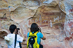 Tourists at Serra da Capivara National Park is a national park in the north east of Brazil. Many of the numerous rock shelters in the Serra da Capivara National Park are decorated with cave paintings, some more than 25,000 years old. They are an outstanding testimony to one of the oldest human communities of South America.The park was created to protect the prehistoric artifacts and paintings found there. It became a World Heritage Site in 1991. ./ Turistas no Sitio arqueologico Toca do Boqueirao da Pedra Furada, no Parque Nacional da Serra da Capivara, Piaui. Alem das pinturas rupestres aqui foram encontrados os sinais mais antigos da presenca humana nas americas. .Foto Marcos Issa/Argosfoto