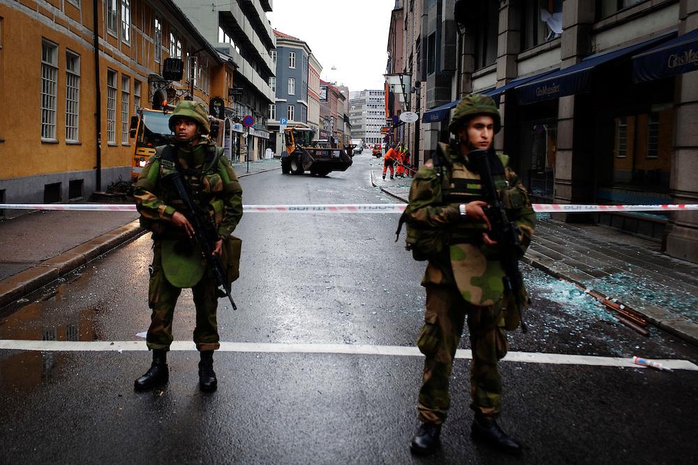 Gatuvyer, militärer vaktar alla vägar in mot de värsta området
