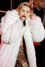 DEC 31 2013 Miley Cyrus Live at the New Years Eve
