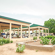 LÉGENDE: Nouveux étalages construits par la BAD au marché de Chagoua LIEU: Marché de Chagoua, N'Djaména, Tchad. PERSONNE(S): N/A.