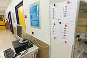De scanner met enkele barcodes die gebruikt worden om pati&euml;nten binnen het calamiteitenhospitaal te volgen. Bij het calamiteitenhospitaal in Utrecht worden slachtoffers van grote rampen als eerste behandeld. Afhankelijk van de ernst van de verwonding, wordt het slachtoffer ingedeeld in rood, geel of groen. Het hospitaal is uniek in Europa en is gevestigd in de voormalige atoombunker onder het UMC Utrecht.<br /> <br /> Barcodes to follow the patients at the trauma and emergency hospital.  At the basement of the UMC Utrecht a special hospital for emergency and major incidents is based. Patients are being labelled by number and depending on the injuries they will be transported to the zone red, yellow or green.