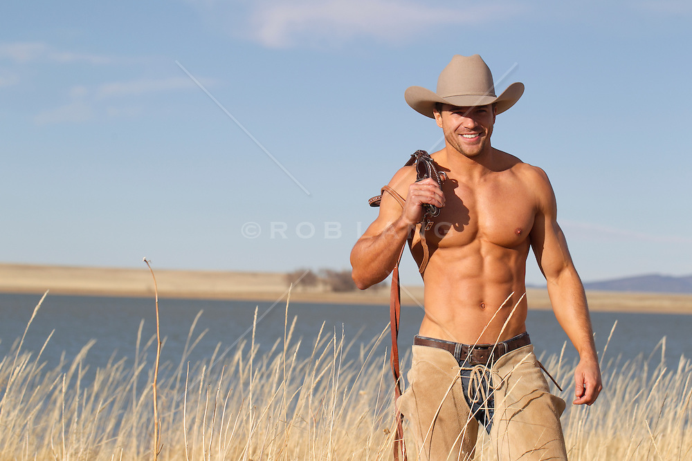 Les passions de Cawhuète - Page 3 Sexy-shirtless-cowboy-smiling-by-a-lake-in-New-Mexico