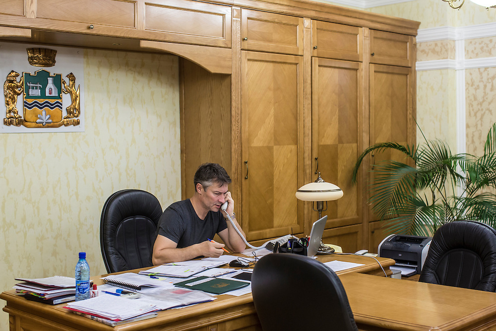 YEKATERINBURG, RUSSIA - OCTOBER 17: Yekaterinburg Mayor Yevgeny Roizman talks on the phone in his office on October 17, 2013 in Yekaterinburg, Russia. Roizman was elected mayor of Yekaterinburg, Russia's fourth-largest city, in a surprise victory in September based on a platform of anti-corruption and his local notariety for founding a popular anti-drug addiction program called City Without Drugs. Widely seen as politically opposed to Vladimir Putin, Roizman is the highest placed opposition figure in public office in Russia. (Photo by Brendan Hoffman/Getty Images) *** Local Caption *** Yevgeny Roizman