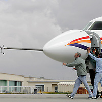 Last minute check before Dassault Falcon 7X maiden flight. Merignac, 05 May 2005...© Etienne de Malglaive / GAMMA