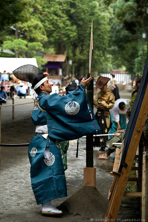 People dressed in traditional costumes putting up targets for Yabusame (horse-riding archery shinto ritual), on the 3rd day of the 3-day anual festival of Tsurugaoka Hachimangu shrine in Kamakura.