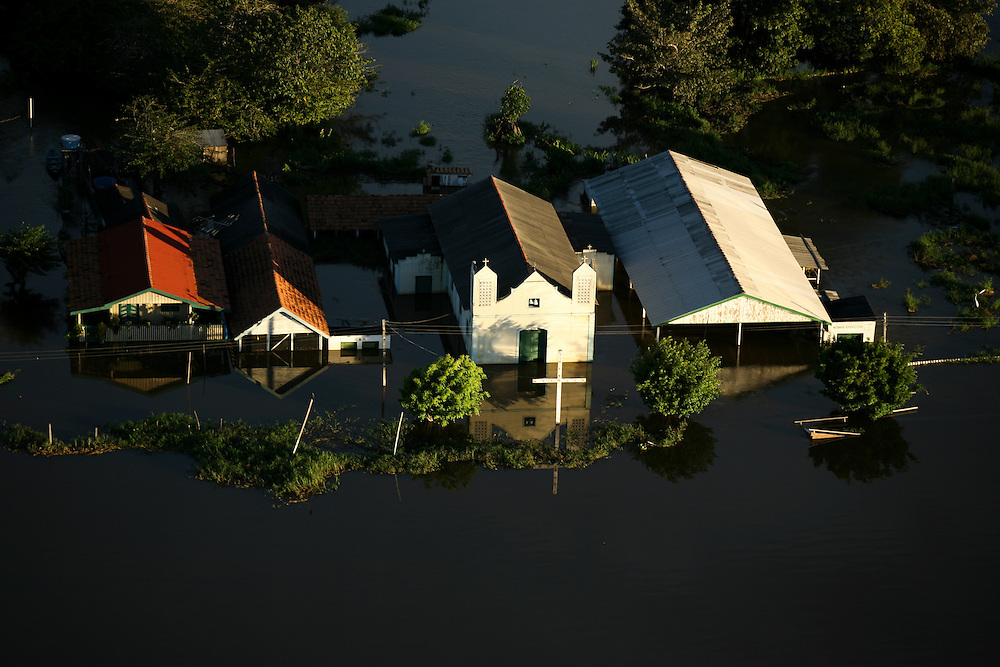 May 21st 2006. Santarem (Para State, Brazil)..Homes flooded 14 miles NE of Santarem. Al over the Amazon and Para States house were flooded during one of the worst flooding ever recorded in the region.