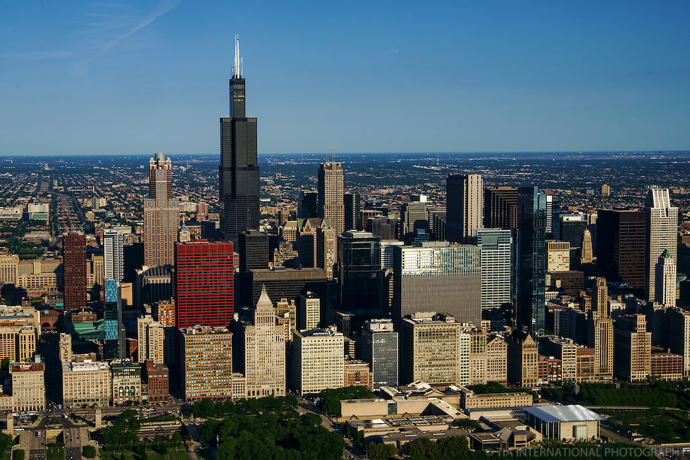 Downtown Chicago featuring Willis Tower & Art Institue of Chicago (foreground)