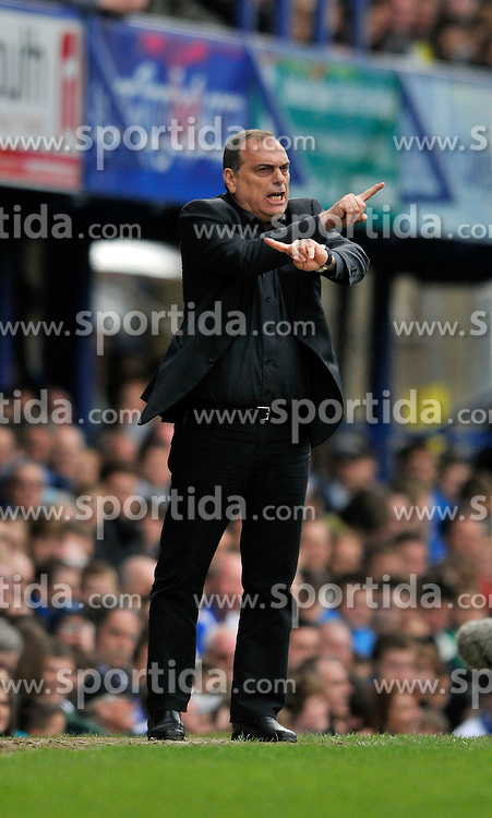 01.05.2010, Fratton Park, Protsmouth, ENG, PL, Portsmouth vs Wolverhampton im Bild Portsmouth manager Avram Grant, EXPA Pictures © 2010, PhotoCredit EXPA/ Sean Ryan / SPORTIDA PHOTO AGENCY
