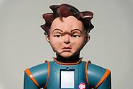 Nederland, enschede 13dec2016 Robot Zeno van onderzoeker Rob Schadenberg. UTwente met model Hidde