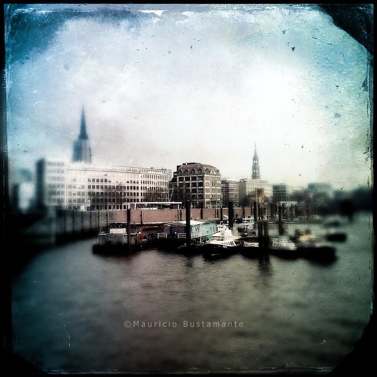 Hafen 10                               Hamburg Homage 2014                                                                            &copy;Nero P&eacute;cora                           Handsigniert Open Edition <br /> FineArt Print (Archival Matt 230 g/m&sup2;)<br /> Format: 210 x 297 cm, 200 x 200 cm<br /> Jahr: 2014                                                  <br /> &copy;Nero P&eacute;cora