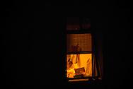 ventanas en la noche de santiago. anonimas, solitarias, melancolicas. cosas que pasan y no podemos ver. habitantes vecinos que ni siquiera podemos reconocer.