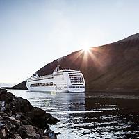 Cruiser comes to Ísafjörður