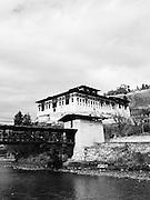 Rinpung Dzong and covered bridge.