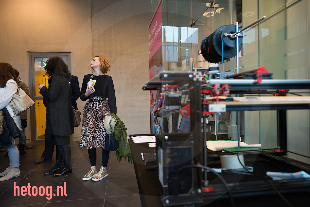 nederland, Enschede 03dec2015 symposium Future of Fashion and Materials  at Saxion Enschede